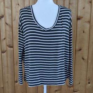 American Eagle Soft & Sexy V Neck Tee - S
